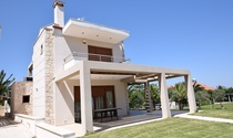 Superior Halkidiki Villa For Rent with Direct Beach Access