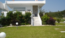 Beach House on the Seafront For Sale in Halkidiki
