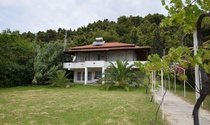 Mature Beachside Halkidiki Villa For Sale